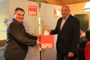 Wolfgang Stahl bei der Abgabe seiner Stimme im Rahmen der Mitgliederversammlung (Bild: Carmen Hahner)