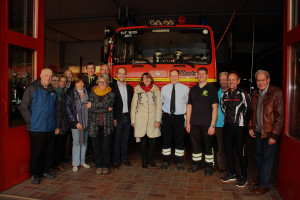 SPD-Besuch bei der Feuerwehr Mellrichstadt: u.a. Stadträte Karoline Karg und Wolfgang Stahl, Ortsvorsitzender Matthias Kihn und MdL Kathi Petersen (7. bis 8. von links) sowie Kreistagsfraktionssprecher Egon Friedel (2. von rechts).