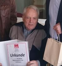 Wolfgang Wiebusch war Gründungsmitglied der AG 60Plus im Jahr 1995. Die AG und ihr Vorsitzender Werner Thein sprechen ihm hierfür den Dank der Partei aus.
