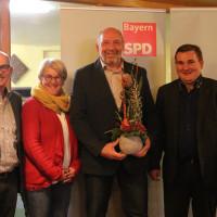Freuen sich mit Wolfgang Stahl über dessen Bürgermeisterkandidatur: Egon Friedel (Sprecher SPD-Kreistagsfraktion), Kaorline Karg (OV-Vorsitzende und Stadrätin), Bürgermeisterkandidat Wolfgang Stahl und René van Eckert (SPD-Kreisvorsitzender und Kreisrat)